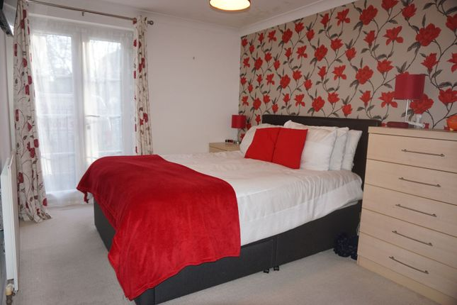 Master Bedroom of Lucas Close, Crawley RH10