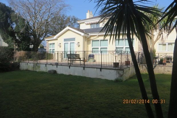Thumbnail Flat to rent in Manor Road, Torquay