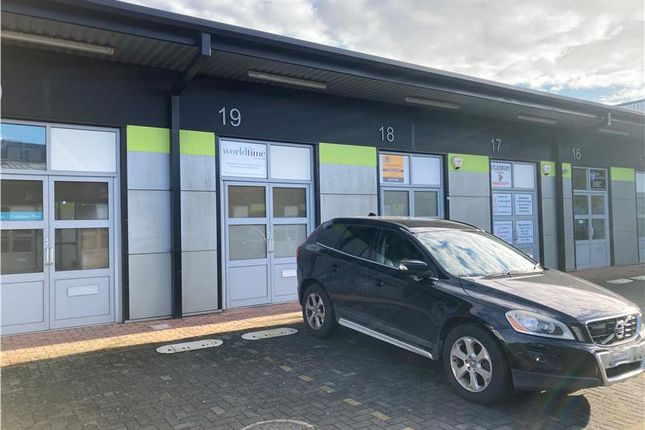 Thumbnail Office to let in 19 Space Business Centre, Smeaton Close, Aylesbury
