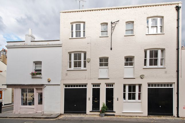 Mews house to rent in Kinnerton Street, Knightsbridge