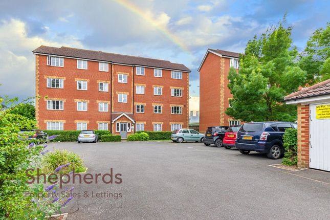 Thumbnail Flat to rent in Village Close, Hoddesdon, Hertfordshire
