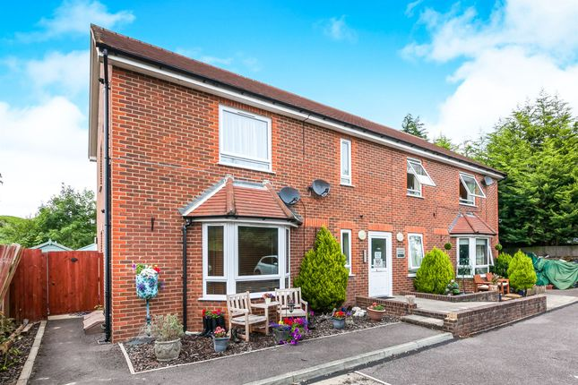 Thumbnail Flat for sale in Denton Close, Redhill