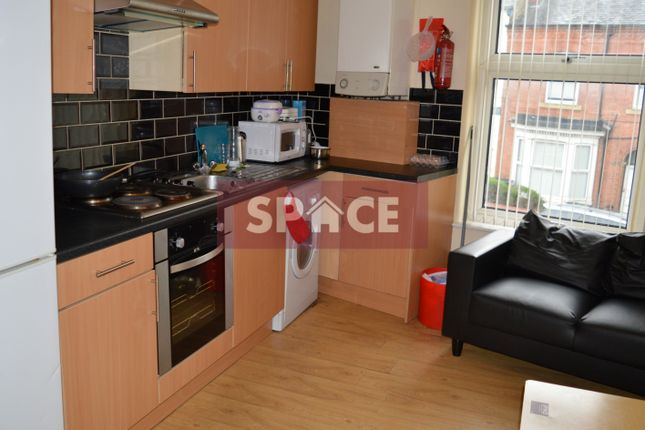 Thumbnail Flat to rent in Hyde Park Road, Leeds
