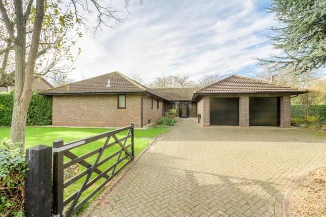 5 bed bungalow for sale in Millhayes, Great Linford, Milton Keynes
