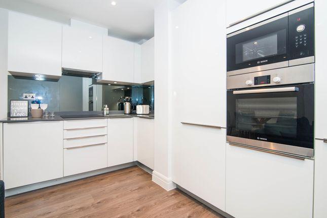 Thumbnail Flat to rent in Kew Bridge Road, Brentford, Middlesex, UK