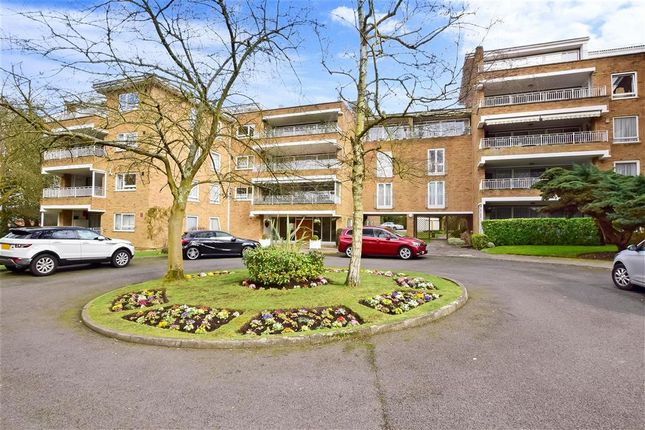 4 bed flat for sale in Sunset Avenue, Woodford Green, Essex IG8