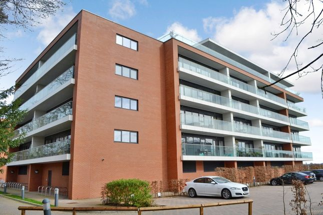 Thumbnail Flat for sale in Racecourse Road, Newbury