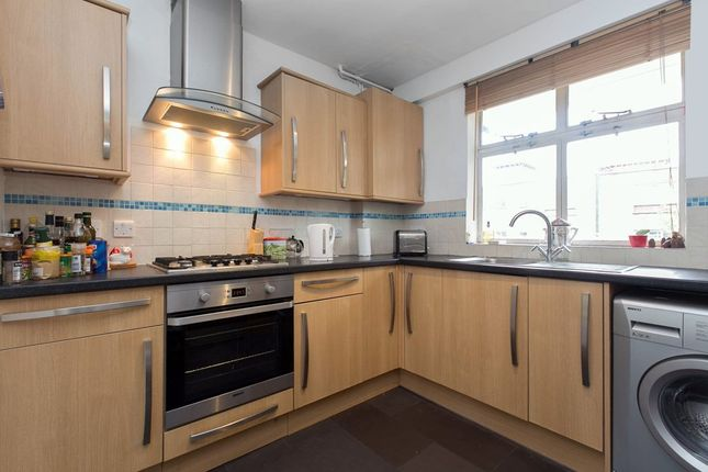 3 bed flat to rent in Aberdeen Park, London