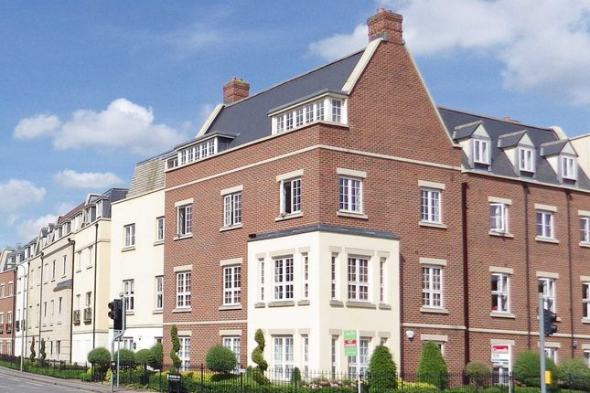 Thumbnail Flat to rent in Woodford Way, Witney, Oxfordshire