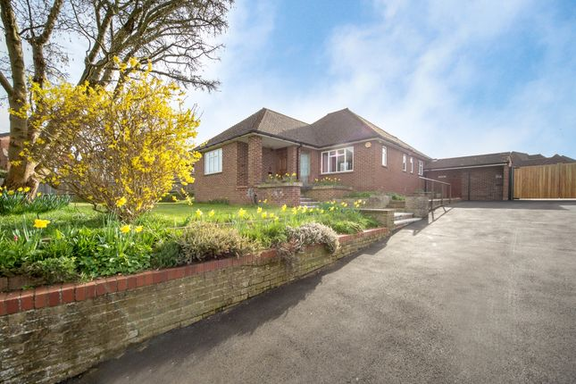 Thumbnail Bungalow to rent in Rickmansworth Lane, Chalfont St. Peter, Gerrards Cross