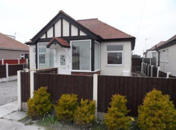 Thumbnail Bungalow to rent in Aled Gardens, Kinmel Bay, Rhyl, Conwy