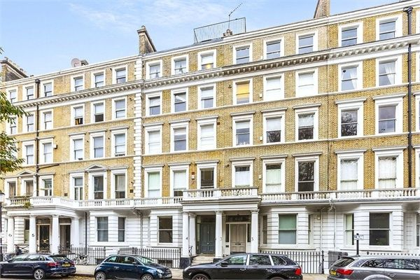 Flat to rent in Southwell Gardens, London