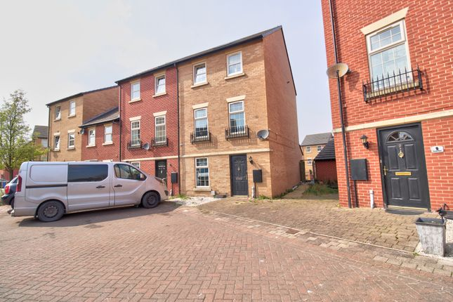 5 bed town house for sale in Craven Court, Grimethorpe, Barnsley S72