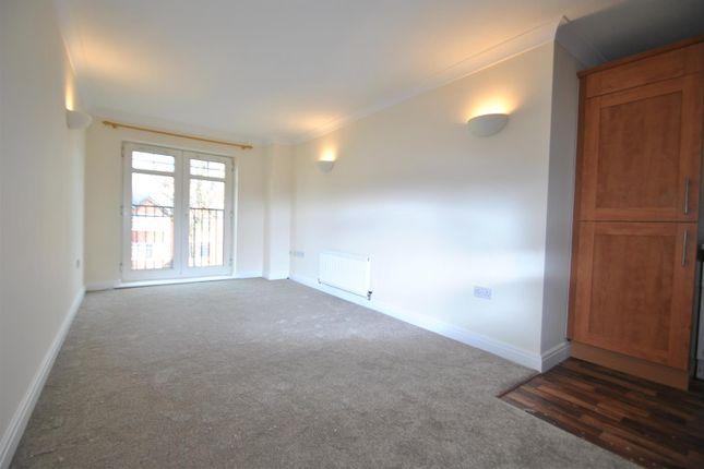 Flat to rent in Wilderspool Causeway, Warrington