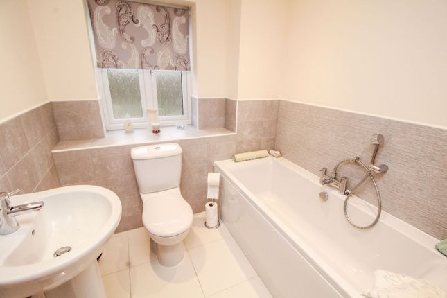 Bathroom of Falling Sands Close, Stour Valley Kidderminster DY11