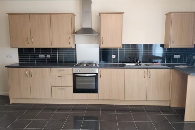 2 bedroom flat to rent in St. Georges Court, Coulthwaite Way, Rugeley