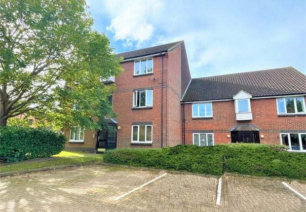 1 bed flat for sale in Dairymans Walk, Guildford, Surrey GU4