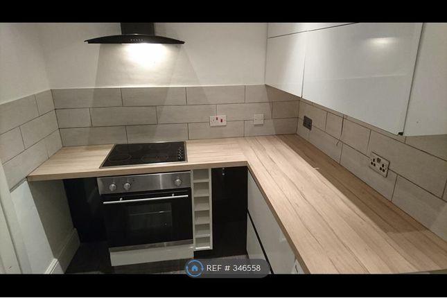 Thumbnail Flat to rent in Flixton Road, Urmston