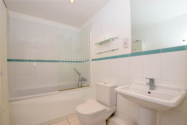 Picture No. 05 of Catalonia Apartments, Metropolitan Station Approach, Watford, Hertfordshire WD18