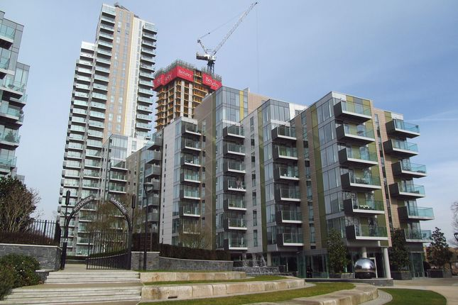 Thumbnail Flat for sale in Skyline, Woodberry Down, London