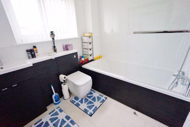 Family Bathroom of Oldenburg Park, Paignton TQ3