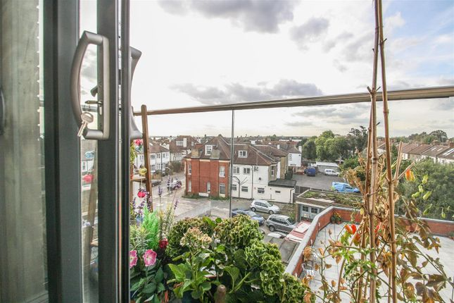 Thumbnail Flat for sale in Courtway House, Hamlet Court Road, Westcliff-On-Sea