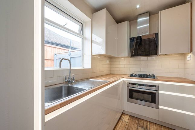 2 bed bungalow to rent in Linthorpe Avenue, Wembley HA0