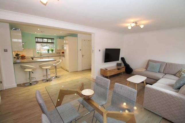 Thumbnail Flat to rent in Touchwood Hall Close, Solihull
