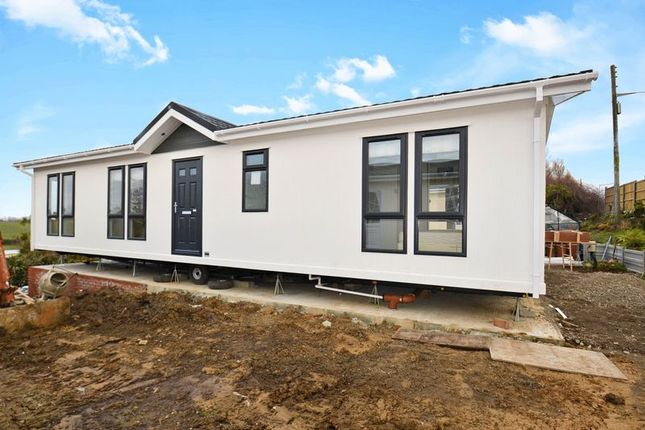 Thumbnail Mobile/park home for sale in First Avenue, Eastchurch, Sheerness