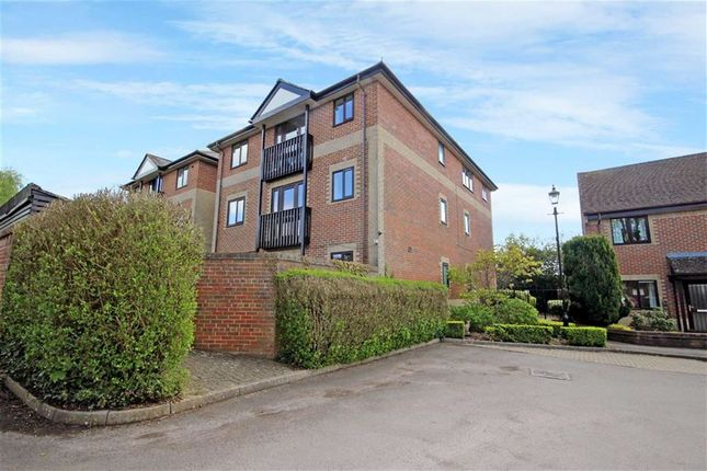 Thumbnail Flat for sale in The Mulberrys, Royal Wootton Bassett, Swindon