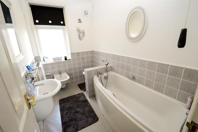 4 bedroom flat for sale in Cooden Sea Road, Cooden, Bexhill-On-Sea