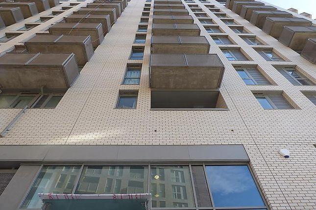 2 bed flat to rent in Elmira Street, London