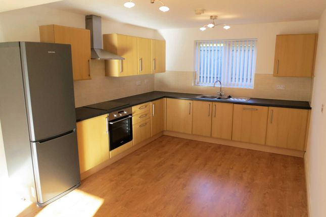 Thumbnail Flat to rent in Dunsters Court, Brandlesholme, Bury