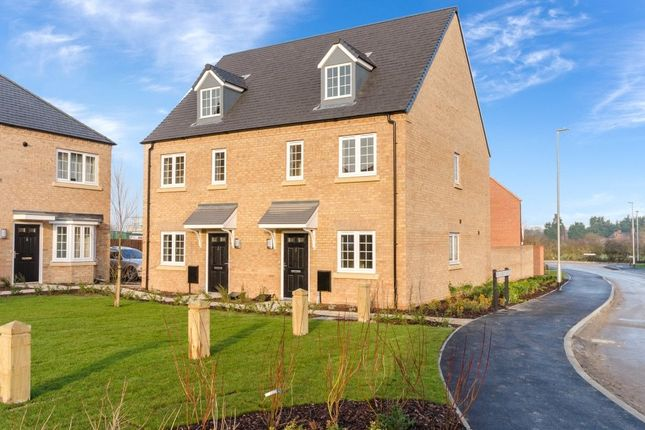 2 bed semi-detached house for sale in Snowdrop Avenue, Newark, Notts