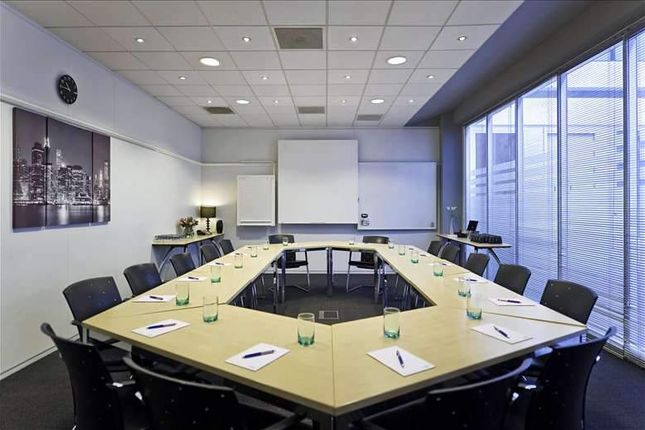 Serviced office to let in Brook Drive, Green Park, Central Reading