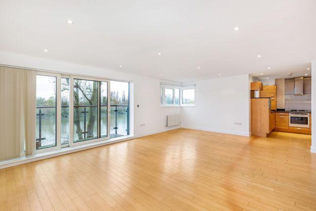 Thumbnail Flat to rent in Mortlake High Street, London