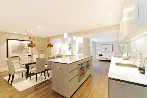 Thumbnail Flat to rent in Cadogan Gardens, Chelsea, London