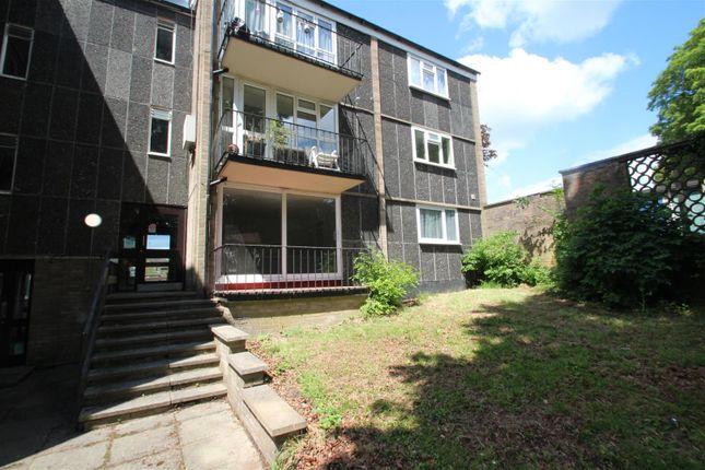 Thumbnail Flat to rent in Valleyside, Hemel Hempstead