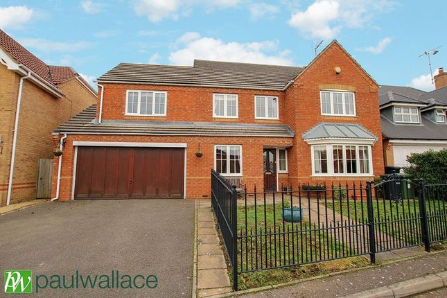 Thumbnail Detached house for sale in Lightswood Close, Cheshunt, Waltham Cross