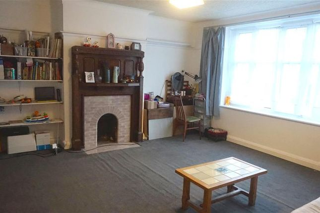 1 bed flat for sale in Russell Hill Road, Purley, Surrey