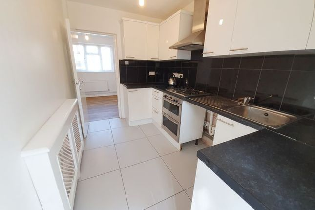 Thumbnail Terraced house to rent in Abbots Park, Tulse Hill, London