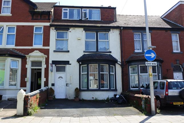 Thumbnail Flat for sale in Reads Avenue, Blackpool
