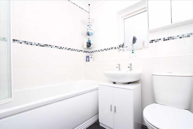 Family Bathroom of Broom Crescent, Ipswich IP3