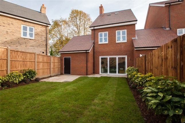 Thumbnail Detached house for sale in Oakleigh Grove, Sweets Way, Whetstone, London