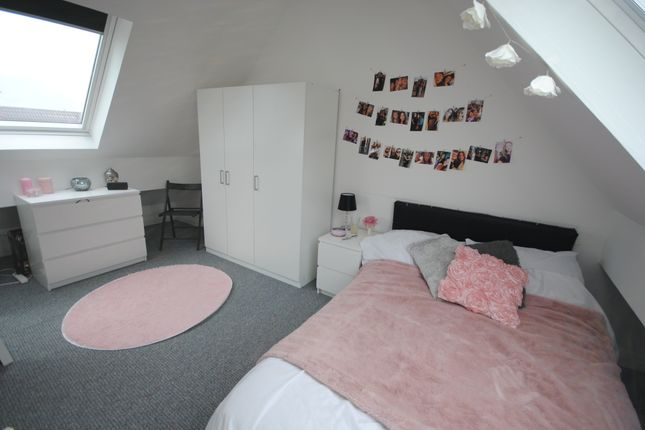Thumbnail Shared accommodation to rent in 7 Ash Gardens, Headingley