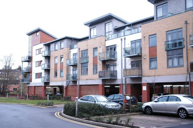 Thumbnail Flat to rent in Hart Street, Maidstone