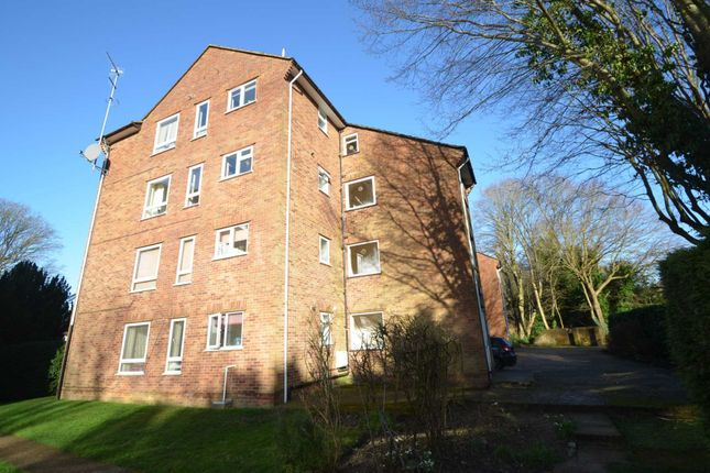 2 bed flat to rent in Plantation Road, Amersham