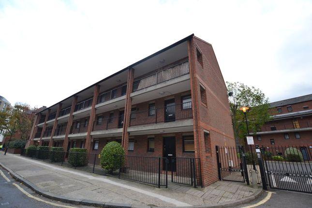 1 bedroom flat to rent in Cooper Close, London