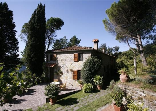 3 bed farmhouse for sale in Lucca Lucca, Italy