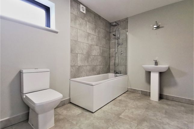 Bathroom of Lle Bryony, Parrog Road, Newport, Dyfed SA42